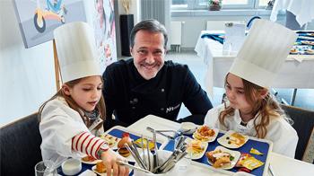 Alexander-Hermann-stworzyl-dla-Lufthansy-nowe-menu-dziecięce.jpg