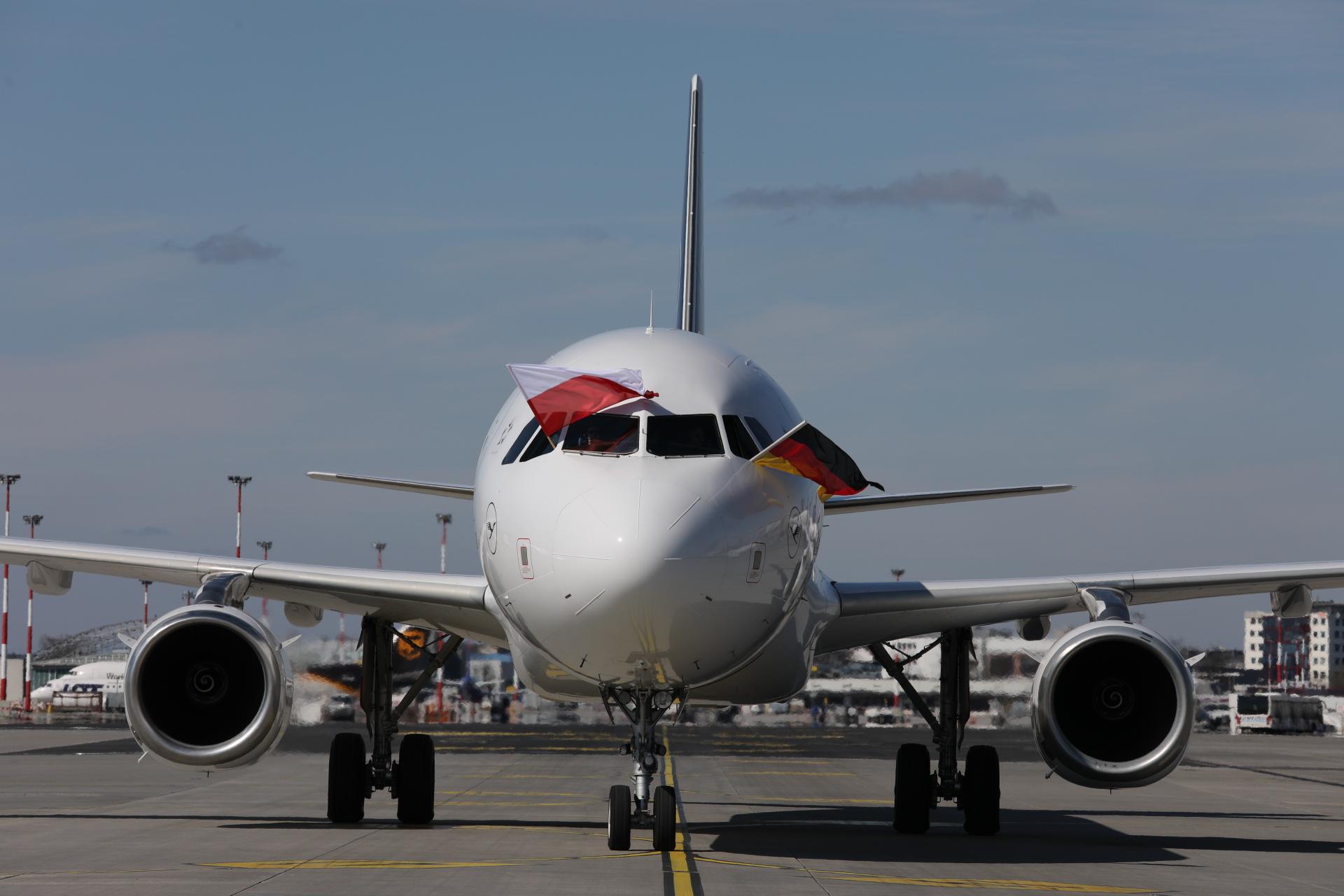 Lufthansa-świętuje-50.-rocznicę-uruchomienia-połączeń-do-Polski (zdjęcie 2)
